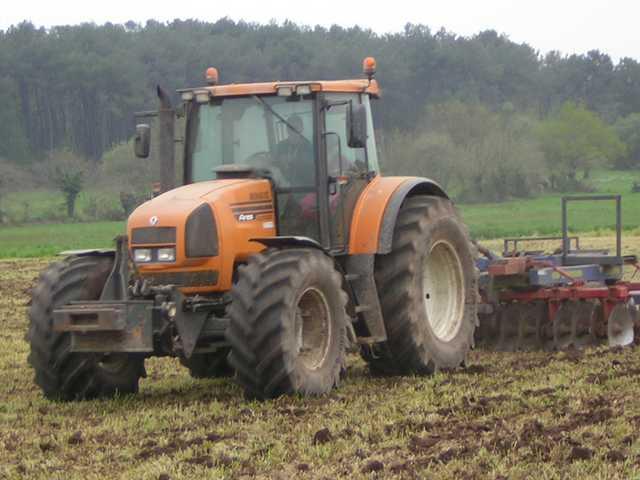 Photo du Tracteurs agricoles Ares 825 RZ