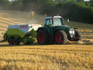 Photo du Basé en Bretagne Travaux agricoles et travaux publics