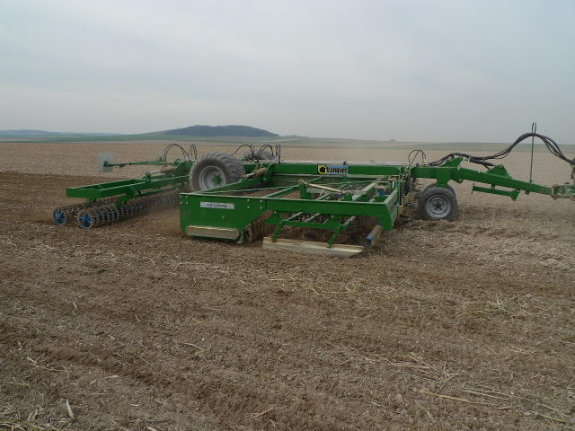 Photo du Vibroculteurs/ Combinés de préparation de sols Cultichamp